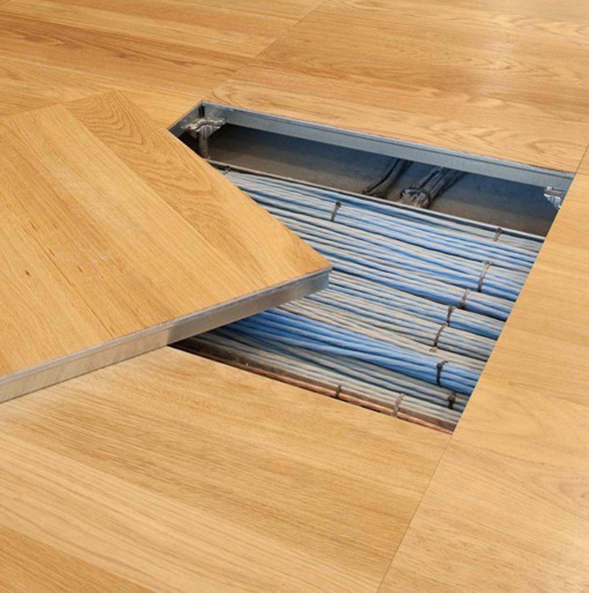 Grâce aux dalles repositionnables, on peut à tout moment accéder aux  installations électriques. Photo ©Comey